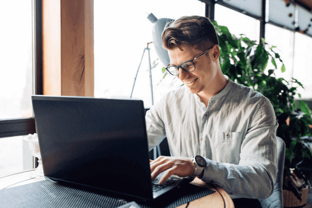 Tips for the Freelancers to Consider Buying a Laptop for Work from Home